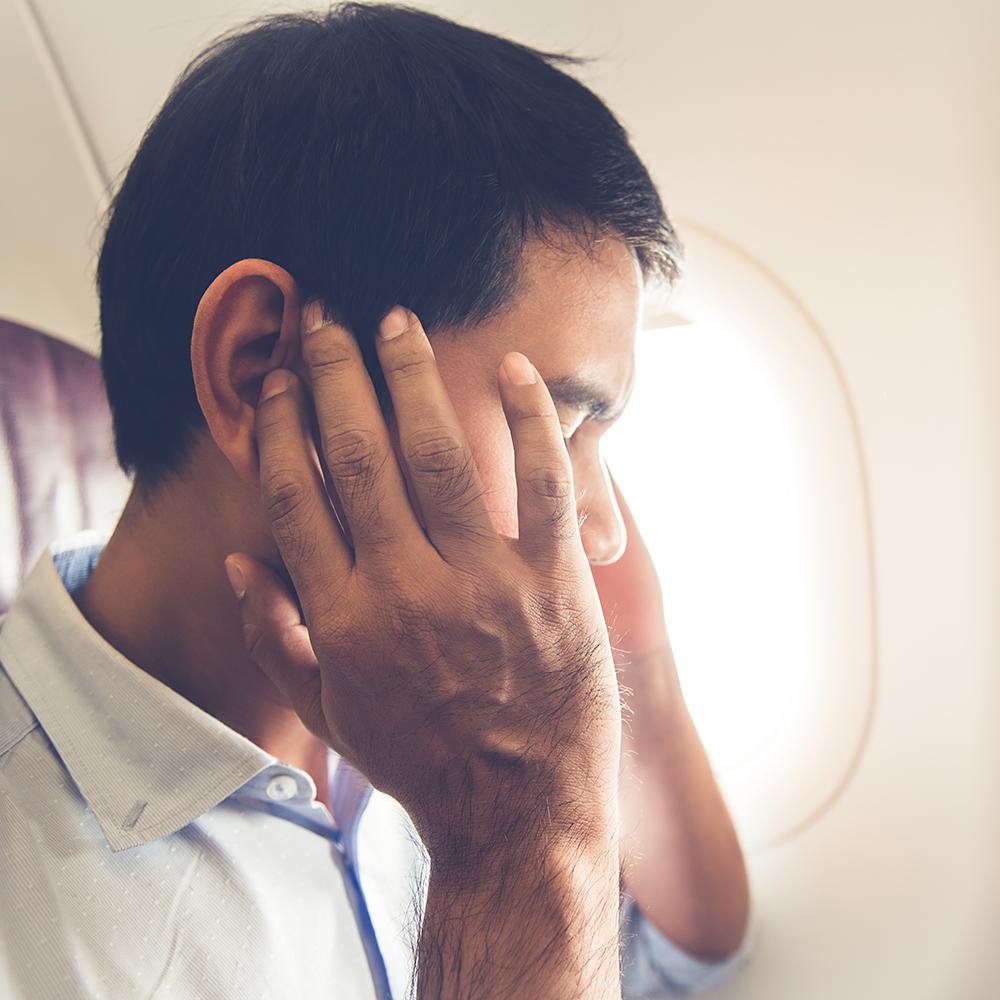 """""""Prima di partire per un lungo viaggio""""… controlla le orecchie e goditi il volo!"""